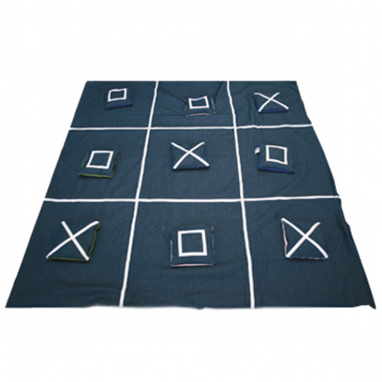 Weighted and reversible giant tic-tac-toe game